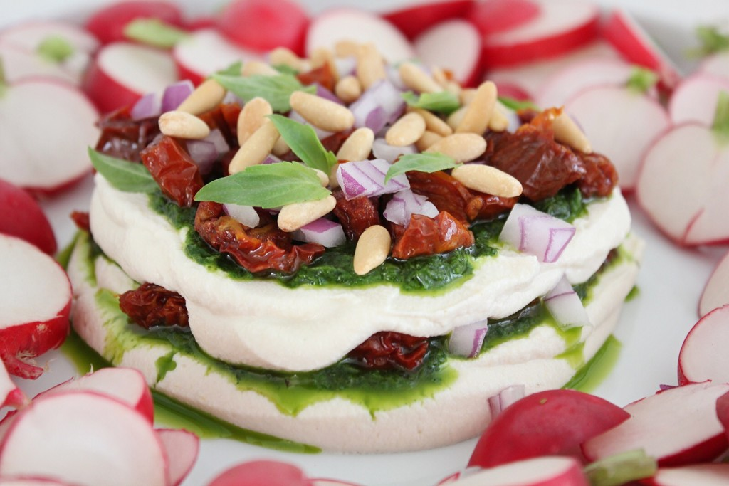 Plant-based Cream Cheese with Pesto, Sundried Tomatoes and Red onion